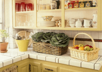 Small kitchen makeover ideas. Open storage.