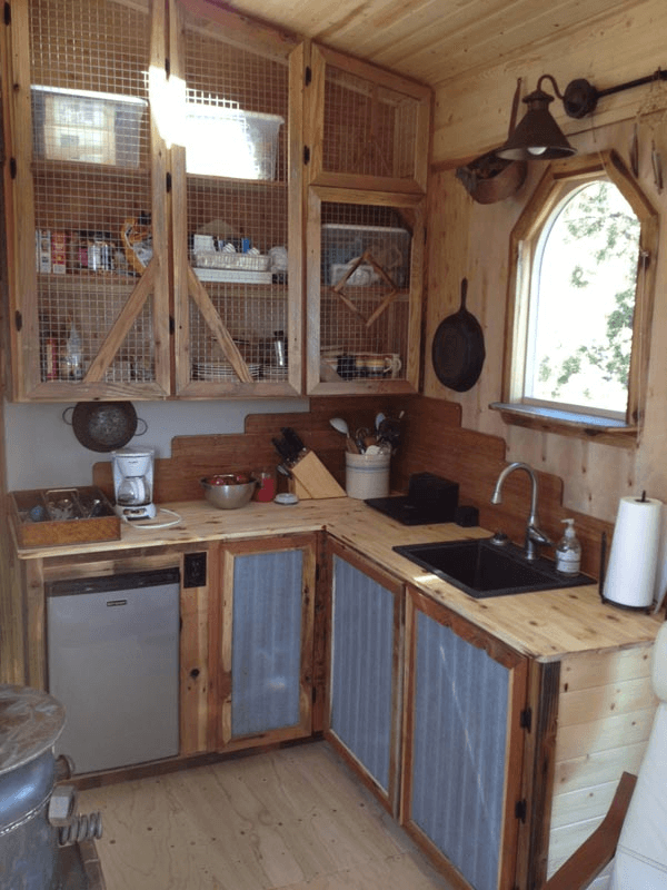 Rustic decoration and design ideas for tiny house kitchen