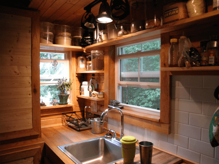 Wooden classic tiny house kitchen decor ideas