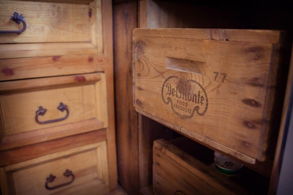 PALETS, CRATES, AND BOXES TO CREATE KITCHEN CABINET FOR TINY HOUSE