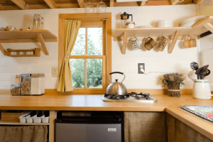 INSPIRING TINY HOUSE KITCHEN STORAGE DESIGN IDEAS AND HACKS