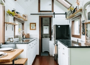 WINDOW STORAGE IDEAS FOR TINY HOUSE KITCHEN ORGANIZING