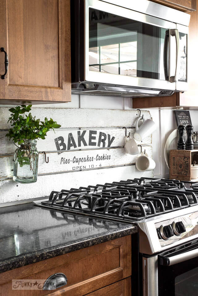 APARTMENT KITCHEN DECOR IDEAS WITH STENCILS BACKSPLASH
