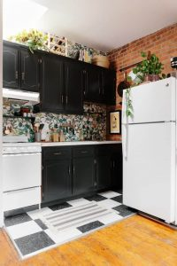 APARTMENT KITCHEN ORGANIZATION OVER THE ABOVE CABINET IDEAS