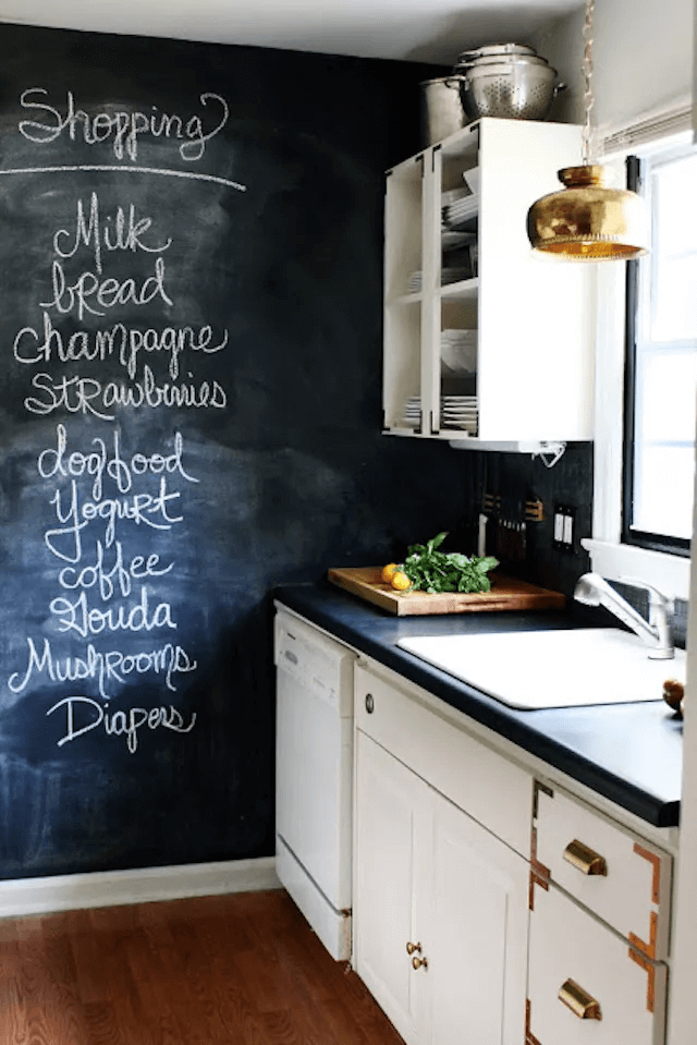 CHALKBOARD PAINT IDEAS FOR APARTMENT KITCHEN DECOR ON A BUDGET