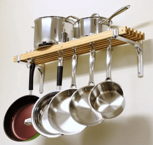 HANGING POTS AND PANS APARTMENT KITCHEN ORGANIZATION IDEAS