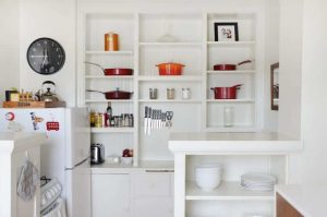 VARIOUS SHAPES IN THE SHELF FOR APARTMENT KITCHEN ORGANIZING IDEAS