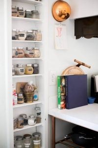 WALL HEIGHT SHELF APARTMENT KITCHEN ORGANIZING IDEAS