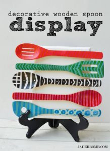 WOODEN SPOON DISPLAY DECORATION IDEAS FOR APARTMENT KITCHEN ON A BUDGET