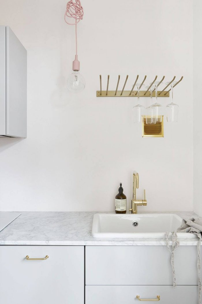 APARTMENT KITCHEN STORAGE IDEAS WITH DRYING RACK ABOVE THE SINK