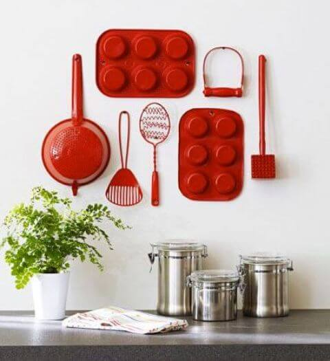 BRIGHT STAINED UTENSILS AS APARTMENT KITCHEN DECORATION IDEAS