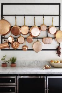 METAL POT RACK AS APARTMENT KITCHEN WALL DECORATION IDEAS