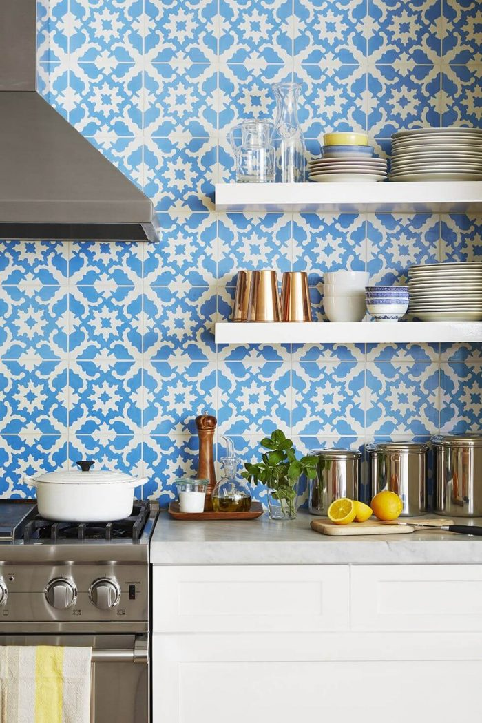 PATTERNED TILES FOR APARTMENT KITCHEN WALL DECOR IDEAS
