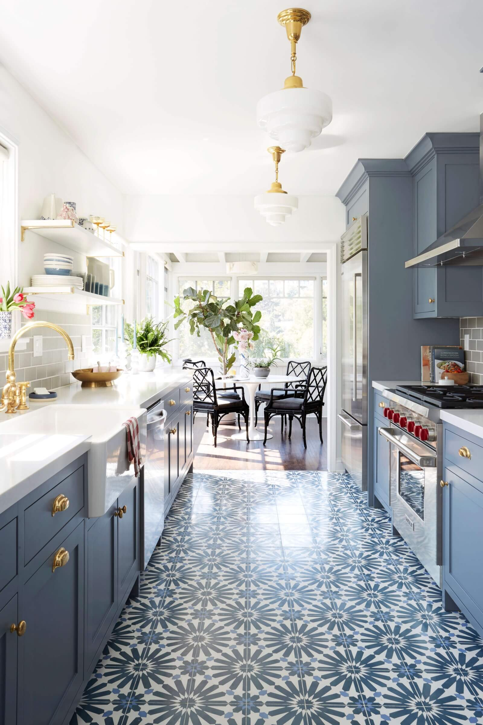 BOLD AND CLASSIC GALLEY KITCHEN DESIGN IDEAS
