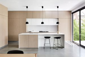 MODERN MINIMALIST APARTMENT KITCHEN DESIGN IDEAS WITH SIMPLE BLACK BAR STOOLS