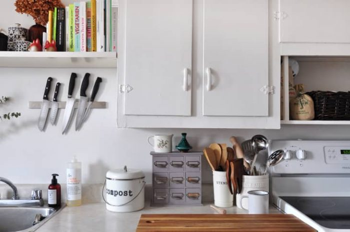 CREATIVE SPACE SAVING IDEAS FOR SMALL KITCHENS HANG STUFF BOTTOM OF CABINET