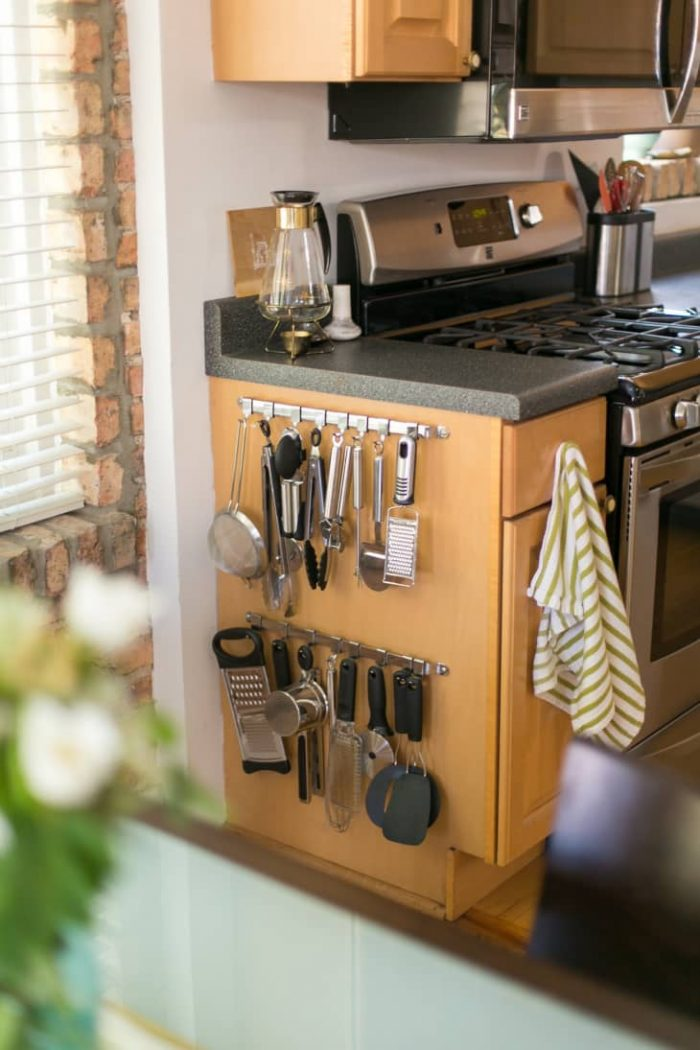 CREATIVE SPACE SAVING IDEAS FOR SMALL KITCHENS HANG STUFF TO CABINETS SIDE