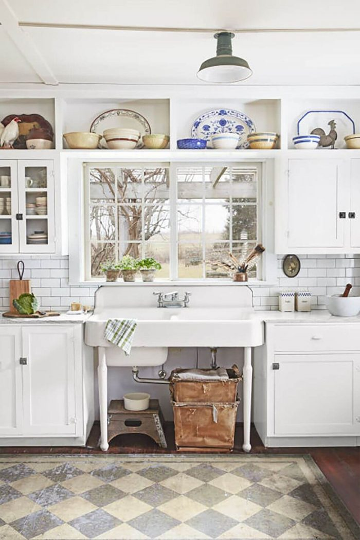 FARMHOUSE SMALL KITCHEN IDEAS WITH VINTAGE SINK