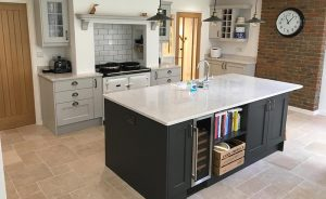 SMALL KITCHEN WITH ISLAND TIPS