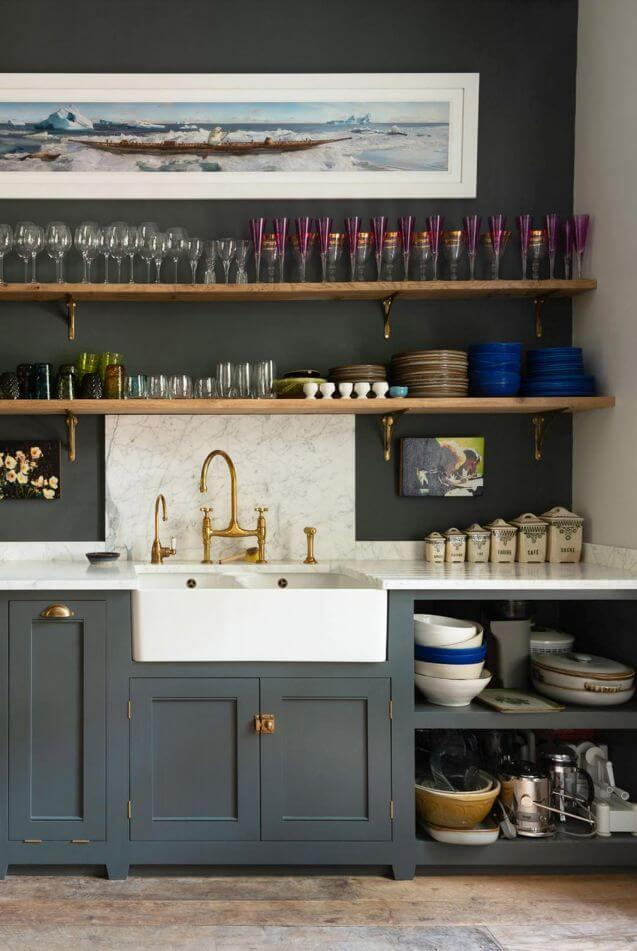 CREATIVE IDEAS FOR SMALL KITCHEN SHELVES WITH DISPLAY TO ENTERTAIN GUEST