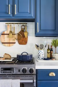 CREATIVE SMALL KITCHEN SHELVES IDEAS WITH HANGING STUFF ON THE WALL