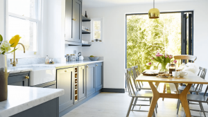 CREATIVE IDEAS ON HOW TO MAKE A SMALL KITCHEN LOOK BIGGER