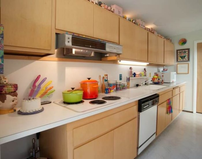FUNCTIONAL SMALL GALLEY KITCHEN IDEAS ON A BUDGET