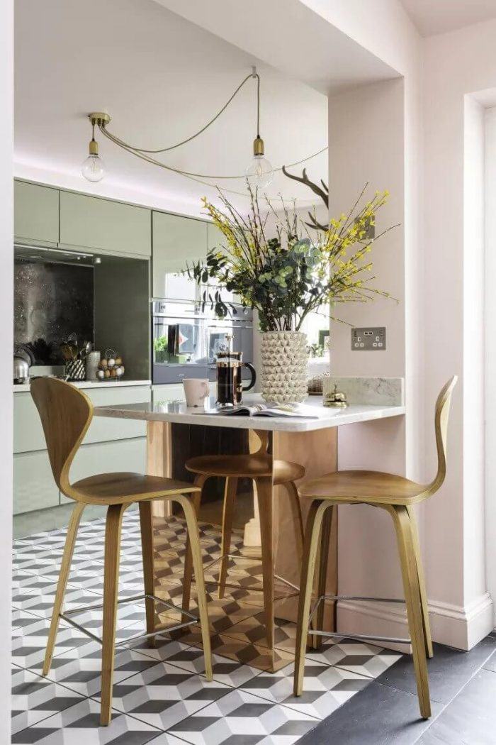 HOW TO CHOOSE RIGHT FURNITURE TO MAKE A SMALL KITCHEN LOOK BIGGER