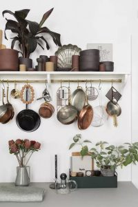 HOW TO MAKE A SMALL KITCHEN LOOK BIGGER WITH REFLECTING THE LIGHT