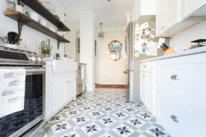 SMALL GALLEY KITCHEN IDEAS ON A BUDGET THAT WORTH TO TRY
