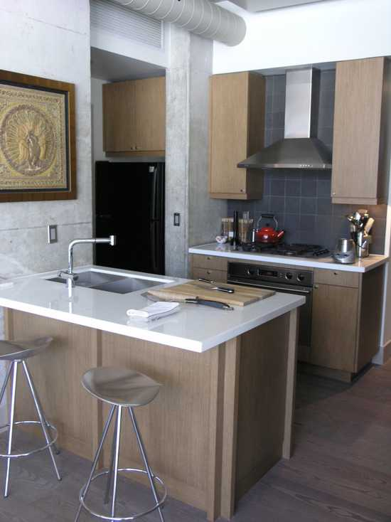 SMALL KITCHEN WITH PANINSULA AND SINK