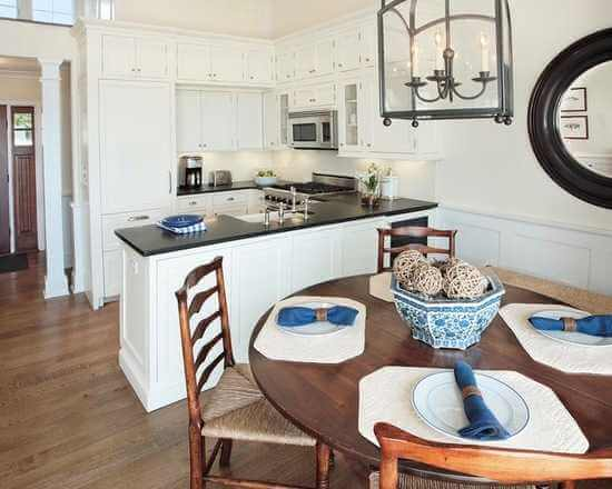 SMALL KITCHEN WITH PANINSULA CLOSE TO THE DINING ROOM