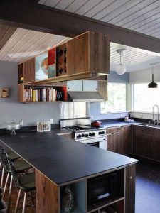 SPACEY SMALL KITCHEN WITH PANINSULA