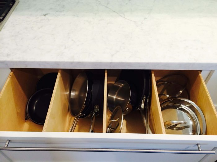DIVIDER TO STORE POTS AND PANS IN A SMALL KITCHEN