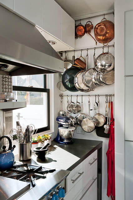 POT RAIL RULES TO STORE POTS AND PANS IN A SMALL KITCHEN
