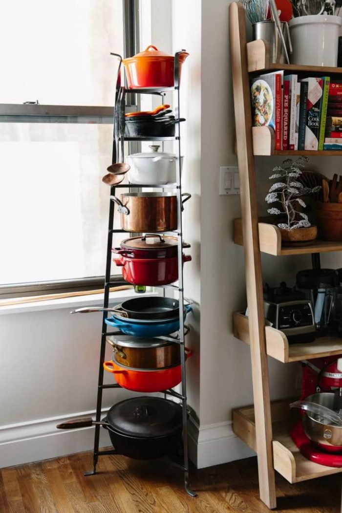 VERTICAL RACK TO STORE POTS AND PANS IN A SMALL KITCHEN